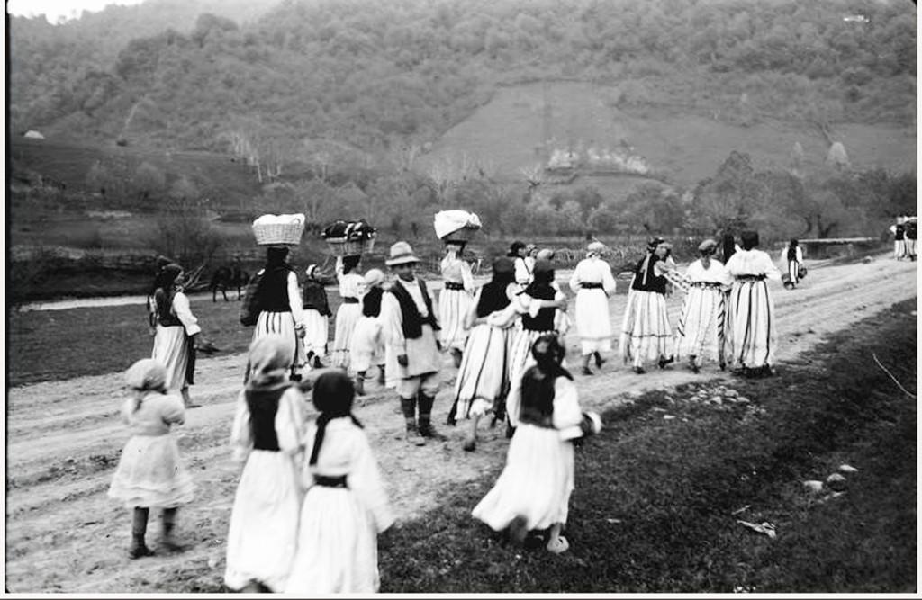 Obiceiuri si traditii in comuna Zavoi (10)