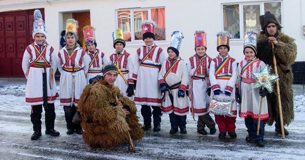 Obiceiuri si traditii in comuna Zavoi (2)